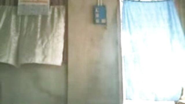 ஹாட் மில்ஃப் ஜூலியா ஆன் ஒரு சேவல் ஊதி அவள் முகத்தில் 3x தமிழ் நீல படம் ஒரு சுமை பெறுகிறார்!