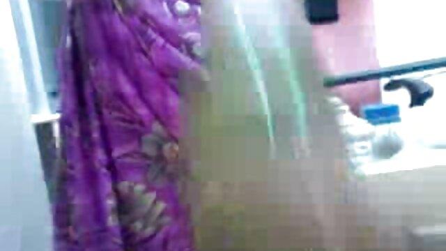 பெரிய பெண் லத்தீன் ஆங்கில ஆசிரியர் கவர்ச்சியான நட்சத்திர துரத்தல் ஒரு வாடிக்கையாளருக்கு ஒரு கொழுப்பு ஹேண்ட்ஜோப்பைத் தருகிறது!