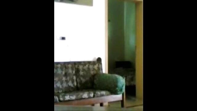 பெரிய கொம்பு டீன் ஃபைனா மசாஜ் டிக் சவாரி செய்யும் வரை சவாரி செய்கிறாள் மராத்தி-ஆங்கிலம்