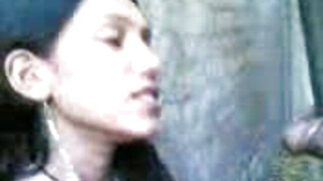 ஏழை கொம்பு பெண் ஆங்கிலம் sex vi எனக்கு இரண்டு துளைகளையும் செய்ய சுயஇன்பம் செய்கிறாள்!