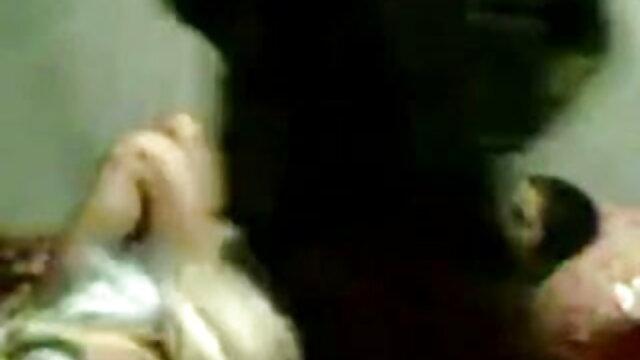 - என் சூப்பர் ஹாட் மாற்றாந்தாய் டயமந்தி கவர்ச்சி பிரிட்டிஷ் பெட்ரோலியம் படம் தமிழ் ஏஞ்சலினா