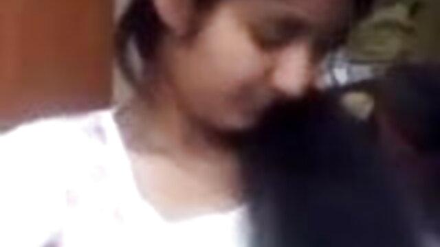 அழகான ஆசிய குழந்தைகள் செக்ஸ் பொம்மைகளுடன் தனது ஆங்கிலம் sex vi பூனை தேய்த்தல்