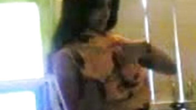 கே ஆங்கிலம் sex வரும் - கவர்ச்சியான லெஸ்பியன் ஒருவருக்கொருவர் படகோட்டி செய்கிறார்கள்