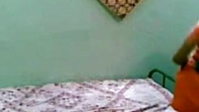கின்கி தனது ஆங்கிலம் sex xxx சகோதரனைப் பிடிக்கிறார்