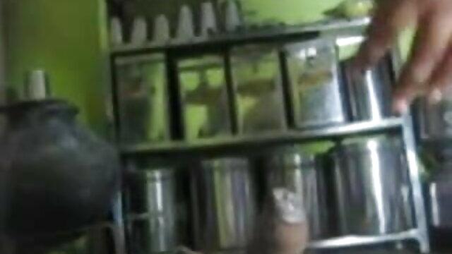- டீன் அலெஸா காட்டுமிராண்டித்தனமான தமிழ் கவர்ச்சி முழு hd தொண்டை மற்றும் இடித்தது