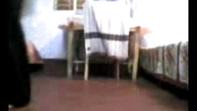 ஒரு ஆங்கிலம் நீல, கவர்ச்சி படம் ஓட்டத்தின் திரைக்குப் பின்னால் ஒரு மார்பளவு மில்ப் awl