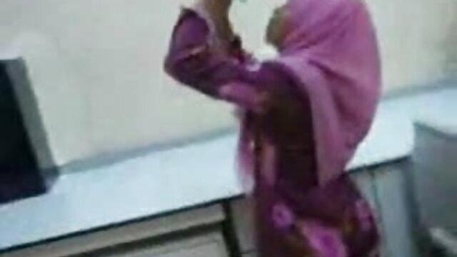 படி சகோதரி குந்துகைகள் செய்து யோகா பேண்ட்டுடன் சகோதரனை போஜ்புரி, கவர்ச்சி ஆங்கிலம் கவர்ந்தாள்