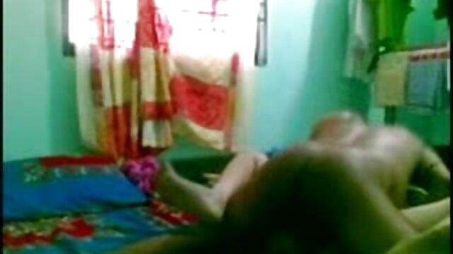 சோஃபி இந்தி தமிழ் நீல படம் தனது நன்கு அறியப்பட்ட செக்ஸ் திறன்களை முயற்சிக்க ஹட்ச் வரை சென்றார்
