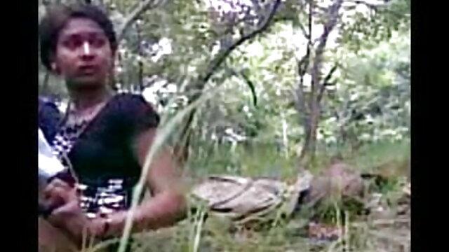 அக்கம்பக்கத்து bf செக்ஸ் படம் ஆங்கிலம் இந்திய மனைவி கணவனை படுக்கையில் படுக்க வைக்கிறாள்