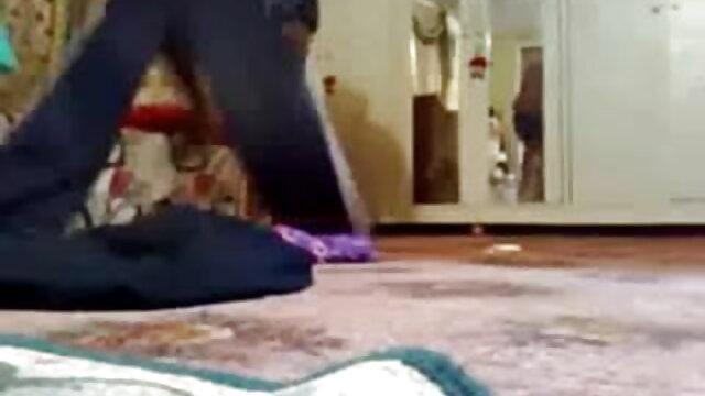 தோல் - என் டீன் சித்தி மாயாவை அவளுக்கு தெரியப்படுத்துவதற்காக அடித்து நொறுக்குவது தமிழ் பெண் xnxx