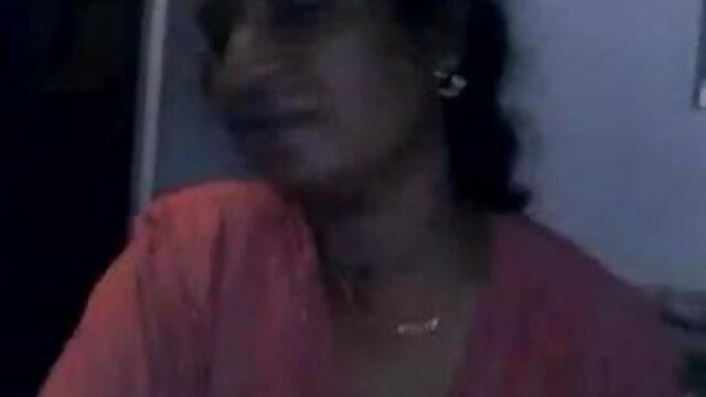 ஹார்னி ஆங்கிலம் hot மாமியின் இந்தியப் பெண் தனது டிக்கில் ஹேண்ட்ஜாப் கொடுக்கிறாள்