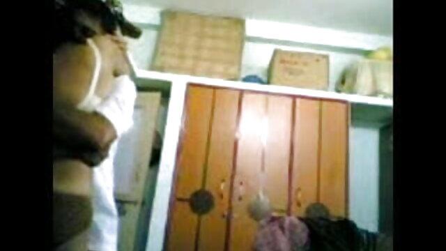 பிளேபாய் ஆங்கிலம் அம்மா செக்ஸ் பிளஸ் லானா சாலைகள் - உதடு சேவை