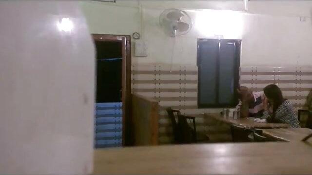 கவர்ச்சியான குழந்தை ஸ்கார்லெட் லாவி ஒரு பெரிய டிக் உடன் bp, கவர்ச்சி ஆங்கிலம்