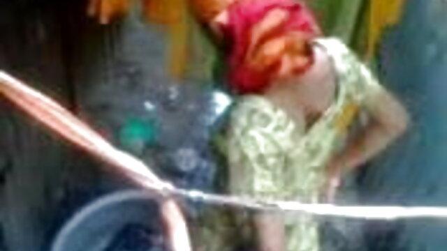 அழகான பெண் நீல படம் இந்தி, ஆங்கிலம்