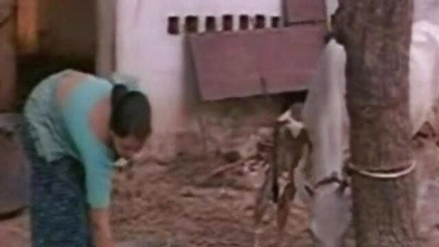 அமெரிக்க மில்ஃப் ஹேப்பி சிவப்பு டில்டோவுடன் மிகவும் வேடிக்கையாக தமிழ் தெலுங்கு செக்ஸ் உள்ளது