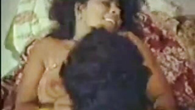 ச ஆங்கிலம் sex xxx ori ரி குராட்டா நாய்ஸ்டைலில் ஒரு லேபியா பரவுகிறது