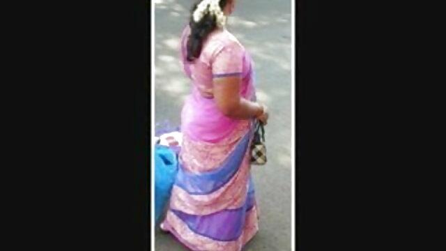 சிறிய டீன் தனது கழுதை ஆண்ட்டி செக்ஸ் ஆங்கிலம் இடைவெளியைப் பெறுகிறது