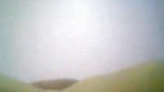 போலி டாக்ஸி ஒரு பெரிய ஆங்கிலம் மாமியின் கவர்ச்சி படம் டிக் மீது ஸ்பானிஷ் ரெட்ஹெட் பேப் ஹார்னி பச்சை குத்தியது