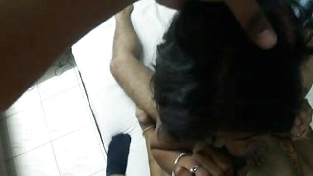 கவர்ச்சியான கருப்பு ஸ்லட் பங்களா கவர்ச்சி ஆங்கிலம் வனேசா மோனெட் தனது ஆஷோலை நீட்டி இயற்கையாகப் பெறுகிறார்